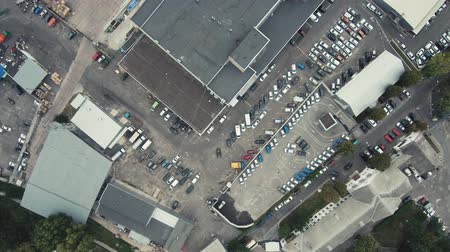 samochód : Aerial Drone Flight Footage: View of the parking lot with cars. Circular view of the parking