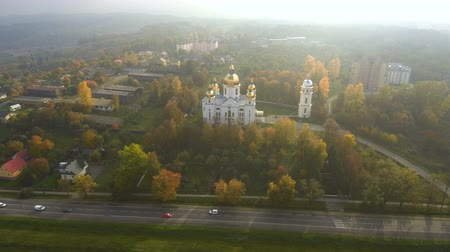 Aerial view from Drone: Splendida vista della chiesa al sole. Periodo autunnale.