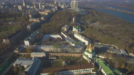 yaldızlı : Aerial, top view from Drone: Kiev, Ukraine. Pechersk Lavra Monastery. Flight over the territory of the church complex. Stok Video