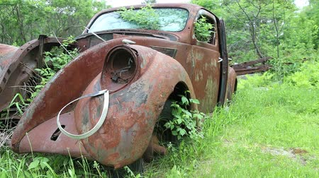 ürpertici : Old rusty abandoned car