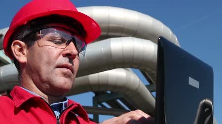 energetyka : Engineer Inside Oil and Gas Refinery Using Laptop