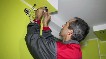aydınlatma : Electrician installing new light .HD1080p.Canon EOS 600D.