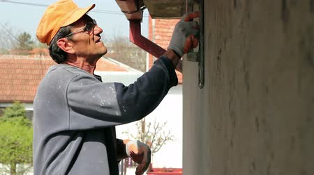 sıva : Plasterer smoothing out wall with trowel.HD1080p.