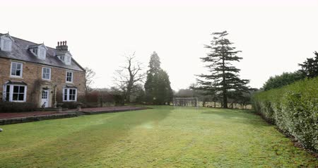 vrijstaand huis : Wide angle, panning shot, of the exterior of a country house in County Durham. Stockvideo