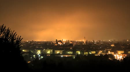сценарий : Bologna, from Belvedere, Night shot Timelapse, fog let sky be bright