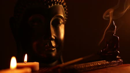 budismo : two Buddha statue with candles and incense