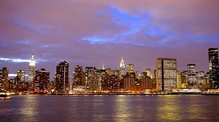 uitzicht op stad : New York City Manhattan Midtown skyline bij zonsondergang time lapse