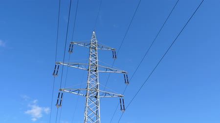pilon : Time Lapse - 110 kilovolt Electric Power Pylon with Clouds Passing by on a Blue Sky Stock mozgókép