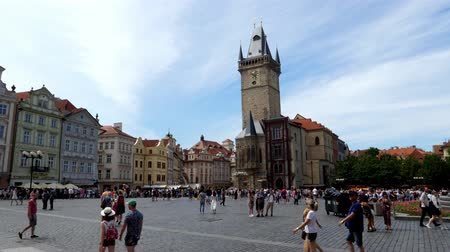 Čechy : Old Town Square in Prague Crowded with Many Tourists on a Summer Day, Bohemia, Czech Republic - With Tower of the Old Town Hall