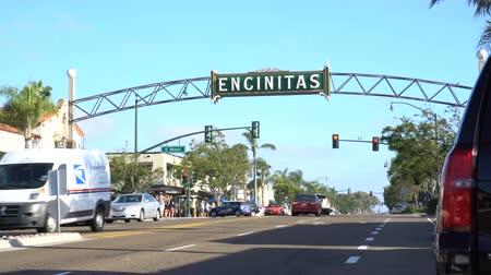 greater : 4K City of Encinitas California. Cars driving on highway 101 under a large archway sign identifying the city. Stock Footage