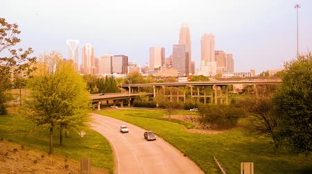 acorde : charlotte skyline and morning traffic commute