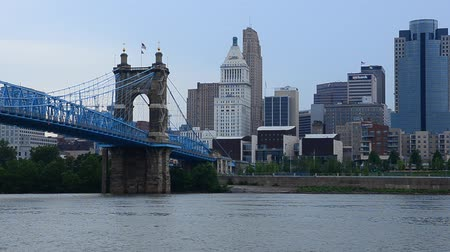 waterkant : Cincinnati sity skyline