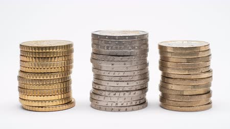 empilhamento : Euro Coins on stack grows on white background and shows business, saving, growth, economic concept.