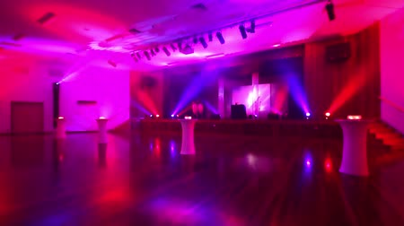 клуб : Pink and purple lighting for a live event