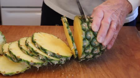 ananász : slicing a pinePPLE