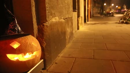 dynia : Halloween pumpkin in the street (Jack-o-lantern)