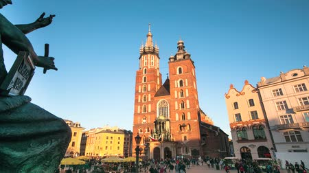 lengyelország : Marys Church on the main square in historical center of Krakow, Poland (timelapse)