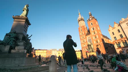 stare miasto : Timelapse: View of Marys Church on the main square and old Sukiennice Wideo