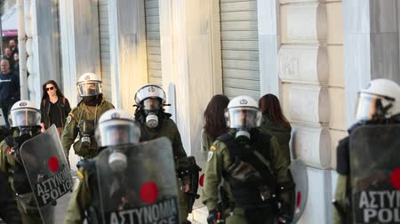 греческий : ATHENS, GREECE - APR 16, 2015: Leftist and anarchist groups seeking the abolition of new maximum security prisons, clashed with riot police, who responded with tear gas and stun grenades.