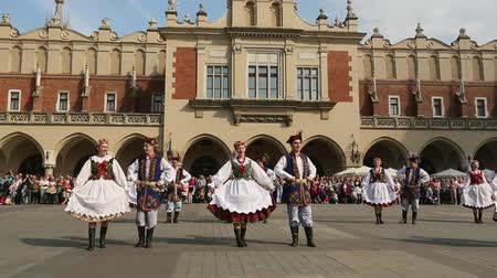 polonês : KRAKOW POLAND  MAY 3 2015: Polish folk collective on Main square during annual Polish national and public holiday the Constitution Day  May 3 1791 was adopted first Constitution of modern Europe.