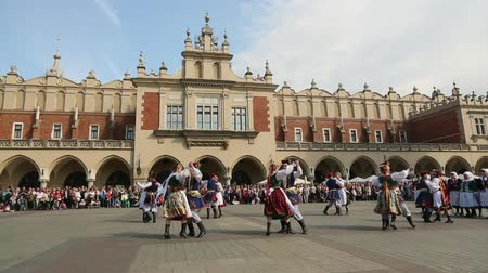 lengyelország : KRAKOW, POLAND - MAY 3, 2015: Polish folk collective on Main square during annual Polish national and public holiday the Constitution Day - May 3, 1791 was adopted first Constitution of modern Europe.