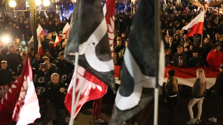 protesto : KRAKOW, POLAND - NOV 11, 2015: Nationalists protest in center of Krakow. About 3.000 people took part in March of Free Poland. Participants chanted slogans Neither EU nor NATO, Poland only for Poles. Vídeos