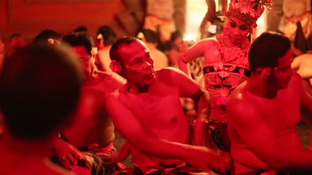 çok güzel : UBUD, BALI, INDONESIA - FEB 27, 2016: Unidentified dancers performing traditional balinese Kecak Trance Fire Dance. Kecak (also known as Ramayana Monkey Chant) is very popular cultural show on Bali.