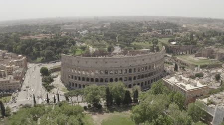 amfiteátr : Aerial footage of Coliseum from drone, Rome, Italy. Drone flying around the ancient amphitheatre.