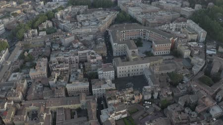 바티칸 : Aerial view of Rome, Italy. Coliseum. Drone flying above city center. Birds eye view of Italian ancient city.