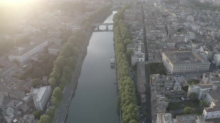 vatikan : Aerial footage of the Tiber River and center of Rome, Italy. Coliseum. Ancient capital. From drone. Stok Video