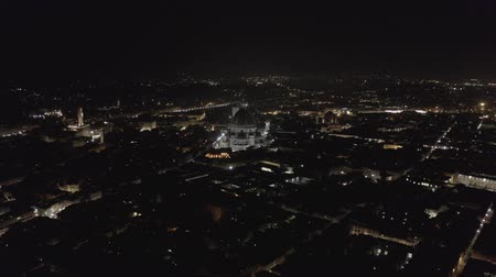 toscane : Aerial view of evening Florence in the dark and night lights. View to Cathedral Santa Maria del Fiore. Tuscany, Italy. LOG.