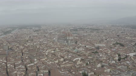 skyline firenze : Aerial view of Santa Maria del Fiore Cathedral in historical center of Florence, Italy. Orange roofs. Italian Tuscany landscape. LOG.