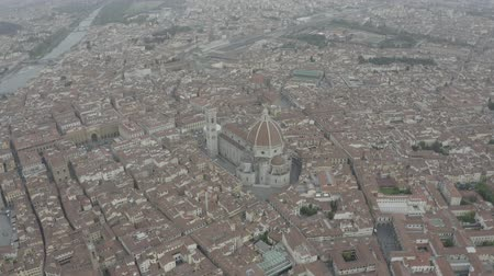 firenze : Aerial view of Santa Maria del Fiore Cathedral in historical center of Florence, Italy. Orange roofs. Italian Tuscany landscape. LOG.