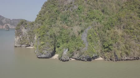 takımadalar : Aerial view of Phang Nga Bay and James Bond island. Limestone cliffs in sea, sailing floating boats. Phuket region, Phang-nga, Krabi province, Thailand. Stok Video