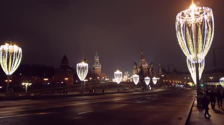 Moscow, Russia - DECEMBER 27 2019: Timelapse Moscow historical city center, Kremlin, Red Square. Cars driving on the highway. People walking. Beautiful flashlights. Dostupné videozáznamy