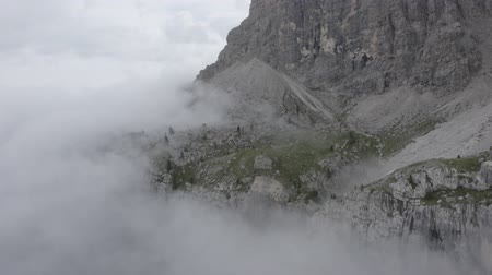 arborizado : Aerial view of Dolomites. Drone flies through clouds to sheer cliffs. Geisler or Odle Dolomites Group. South Tyrol, Italy. Summer Vídeos