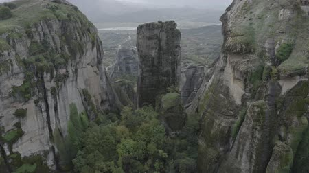 ortodoxia : Aerial zoom in view of Meteora natural mountains, Kalabaka, Greece. Kalabaka National park with orthodox monasteries. Cliff valley. Stock Footage