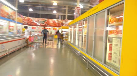 супермаркет : Supermarket  Hypermarket. Shelves and Goods Rreview. Time Lapse (in high-speed rewindfast rewind)