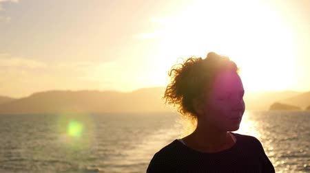 yansıma : Young Thoughtful Woman Standing against Beautiful Impressive Sunrise. Slow Motion.