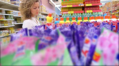 paketleme : THAILAND, KOH SAMUI, 13.05.2015 - Woman in the Supermarket Choosing Products. Closeup. HD, 1920x1080. Stok Video