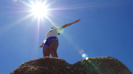 torcendo : Cheering Woman Hiker Open Arms at Mountain Peak. Slow Motion. HD, 1920x1080.