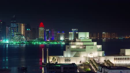 perzisch : Doha timelapse video nachtverlichting skycreapers centrum Qatar, Midden-Oosten Stockvideo