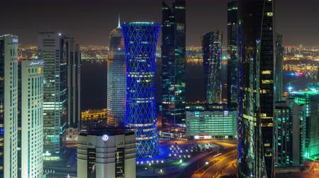 perzisch : Doha skyline timelapse video night lights skycreapers downtown Qatar, Middle East