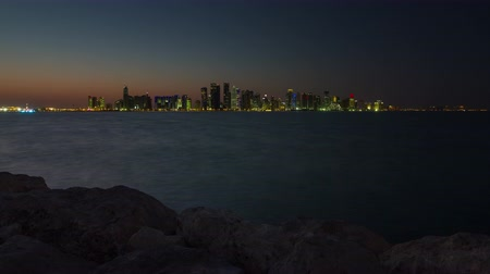 Doha skyline timelapse video day to night lights skycreapers downtown Qatar, Middle East Vídeos