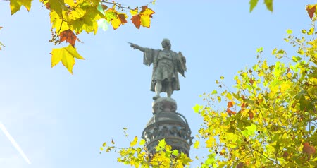 navegante : BARCELONA, CATALUÑA - 26 DE JULIO DE 2017: Monumento de Christopher Columbus en Barcelonetta Archivo de Video