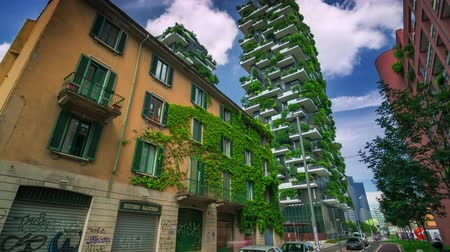 milaan : Milaan, Italië - mei 2017: Bosco Verticale of Vertical Forest is een van de beste hoge gebouwen. Residentia. Stockvideo