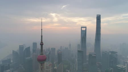 上海 : SHANGHAI, CHINA - MAY 5, 2017: Aerial view video, business skycreapers skyline Huangpu river Pudong
