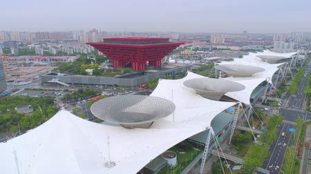 павильон : SHANGHAI, CHINA - MAY 7, 2017: Aerial view of Museum of Art pavilion, former Expo site in Shanghai Стоковые видеозаписи