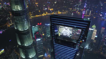 川岸 : SHANGHAI, CHINA - MAY 5, 2017 Aerial drone video, night time illuminated famous pudong cityscape