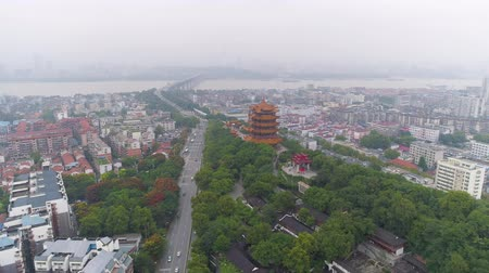 павильон : WUHAN, CHINA - MAY 2, 2017: day time wuhan cityscape yellow crane temple aerial panorama 4k china